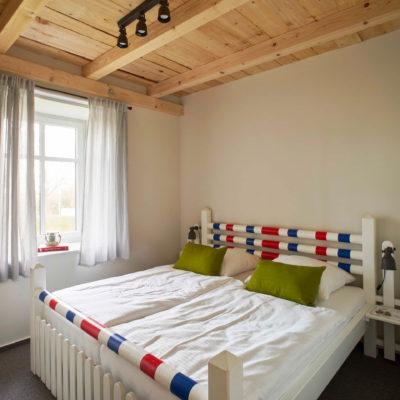 Doppelbett mit Sprunglatten in der Ferienwohnung