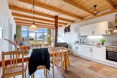 Ferienwohnung Kuhkuhlen Wohnen-Esszimmer mit Ausblick auf die Terasse